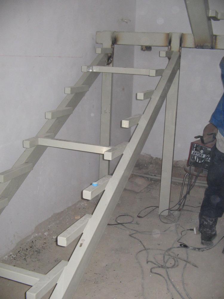Как сделать лестницу если есть металлический каркас